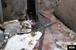 天台屋的居住環境惡劣,到處有垃圾(美國之音湯惠芸)