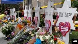 """Memorijal za ubijene ispred sinagoge """"Drvo života"""" u Pitsburgu"""