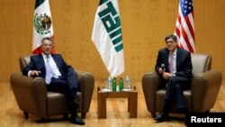 Jack Lew, United States Secretary of the Treasury and Alejandro Hernandez, Vice Chancellor of Autonomous Technological Institute of Mexico (ITAM) look on during a meeting with students at ITAM, in Mexico City, Mexico, Sept. 29, 2016.