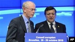 欧洲理事会主席范龙佩和欧盟执委会主席巴罗佐在欧盟峰会上