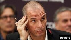 Menteri Keuangan Yunani Yanis Varoufakis menghadiri konferensi tahunan Institute for New Economic Thinking (INET) di Paris (9/4). (Reuters/Charles Platiau)