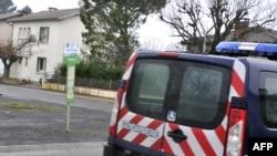 지난 15일 프랑스 남부 지역에서 지하드 혐의로 체포된 용의자 집 주변에 경찰차가 주차되어있다.