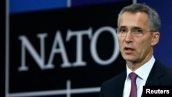 Sekretaris-Jenderal NATO Jens Stoltenberg berbicara pada pertemuan Menlu NATO di Brussels, Belgia (2/12).