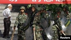 Trung Quốc tiến hành đợt trấn áp an ninh qui mô lớn trên khắp vùng Tân Cương sau vụ rối loạn hồi tháng 7 năm 2009