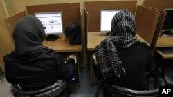 یک اینترنت کافه در تهران