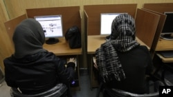Iranian women use computers at an Internet cafe in central Tehran. Many Iranian users are reporting Gmail and other Google products have been blocked.