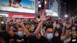Aksi unjuk rasa di Causeway Bay, Hong Kong, 12 Juni 2020.