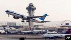 Giới chỉ trích nói các hoạt động kiểm soát không lưu của FAA không theo kịp thời đại.