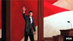 Paul Ryan, melambai kepada peserta konvensi sebelum memberikan pidato di konvensi nasional Partai Republik di Tampa, Florida (29/8).