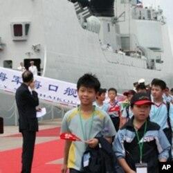 当局组织学生欢迎解放军