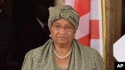 La présidente Ellen Johnson Sirleaf avant une réunion à Abuja au Nigeria, le 9 janvier 2017.