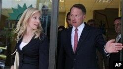 Η αναπληρώτρια Υπουργός Οικονομίας των ΗΠΑ, Λέιν Μπρέιναρντ, με τον Πρέσβη των ΗΠΑ στην Αθήνα, Ντάνιελ Σμίθ