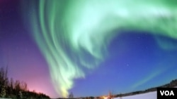 Aurora Borealis yang menjadi pemandangan menakjubkan, merupakan indikasi peningkatan kegaduhan di permukaan matahari.