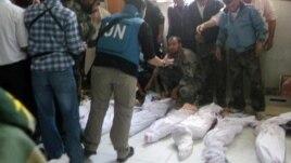 بیمارستانی در مرکز سوریه پیش از دفن جان باختگان کشتار حوله