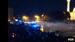 Milli Məclisin qarşısındakı aksiyanı polis dağıdır