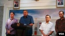 Presiden SBY menunjuk M Lutfi sebagai Menteri Perdagangan, menggantikan Gita Wirjawan yang mundur, Rabu 12 Februari 2014 (Foto: VOA/Andylala)