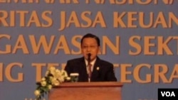 Wapres Boediono memberikan sambutan pada seminar 'Era Baru Pengawasan Sektor Keuangan yang Terintegritas' di Jakarta, Rabu (21/12).