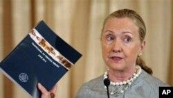 19일 미국 국무부에서 연례 인신매매 보고서를 발표하는 힐러리 클린턴 장관.