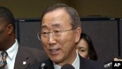 Katibu mkuu wa umoja wa mataifa Ban Ki Moon akizungumza na waandishi wa habari.