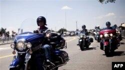 Mijëra motoçiklistë mbushin Uashingtonin në një paradë tradicionale në nderim të të rënëve