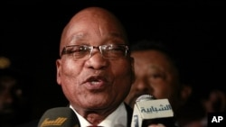 South Africa's President Jacob Zuma gives a statement after meeting with Libyan leader Moammar Gadhafi in Tripoli, April 10, 2011 (file photo)