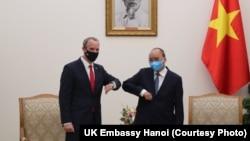 Ngoại trưởng Ngoại trưởng Anh Dominic Raab trong cuộc gặp với Thủ tướng Nguyễn Xuân Phúc.