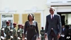 A embaixadora americana em Cabo Verde, Adrienne O'Neal, com o presidente Jorge Carlos Fonseca