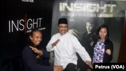 Dari kiri: Yayan Ruhian, Wagub Jatim Saifullah Yusuf dan sutradara Livi Zheng (Foto: VOA/Petrus Riski)