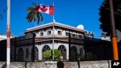 Diplomáticos canadienses demandan al gobierno de su país por el peligro al que fueron expuestos durante una misión en La Habana, Cuba.
