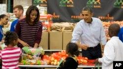 პრეზიდენტი ობამა მადლიერების დღის საქველმოქმედო პროექტში მონაწილეობს