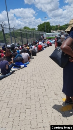 People trying to cross the South Africa/Zimbabwe border ... (Photo: International Cross Border Traders Association)