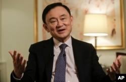 2016年3月9日,泰国前总理他信在纽约的新闻采访中回答问题。