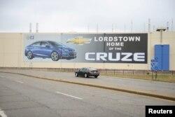 ລົດຜູ້ໂດຍສານ ສີ່ປະຕູ ຜະລິດໂດຍ ບໍລິສັດ General Motors ຫຼື GM ຢູ່ທີ່ Lordstown Complex, ຊຶ່ງເປັນໂຮງງານປະກອບລົດຍົນ ໃນເມືອງ ວອຣຣັນ ຂອງລັດໂອໄຮໂອ, ວັນທີ 26 ພະຈິກ 2018.
