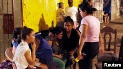 Warga di Managua tinggal di jalan setlah khawatir akan gempa susulan di sana (13/4).