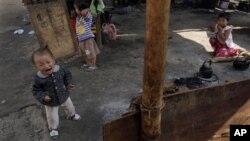 카친 반군이 장악하고 있는 버마 북부 지역의 난민 캠프. (자료사진)