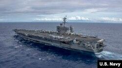 美軍卡爾·文森號航母2017年2月3日在南中國海巡航(美國海軍照片)