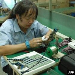 生产线员工工作情形