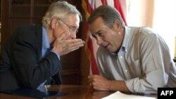 Borç krizini çözmek için Senato Çoğunluk Lideri Demokrat Harry Reid (solda) ve Temsilciler Meclisi Başkanı Cumhuriyetçi John Boehner ayrı ayrı planlar hazırladı
