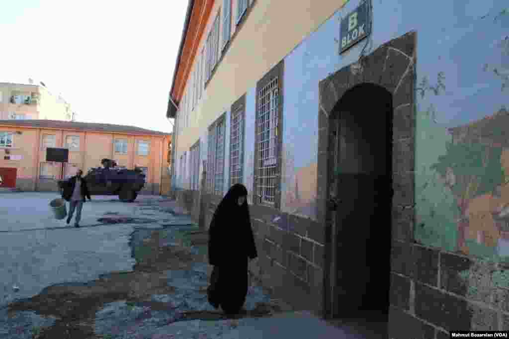 Diyarbakır'ın Sur mahallesinde seçim için sıkı güvenlik önlemleri alındı
