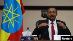 Le Premier ministre éthiopien Abiy Ahmed s'exprime lors d'une séance de questions-réponses avec les législateurs à Addis-Abeba, en Éthiopie, le 30 novembre 2020.