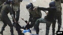 Mısırlı Eylemciler Askerlerin Özür Dilemesini İstiyor