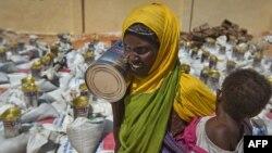 Raspodela pomoći u prestonici Somalije, Mogadišu
