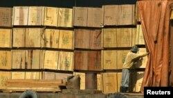 Hiệp hội sản xuất gỗ Hàn Quốc đang đề nghị mức thuế chống bán phá giá là 93,5% đối với gỗ dán nhập từ Việt Nam.
