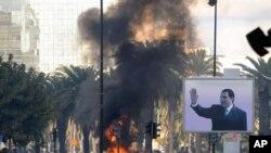 突尼斯安全部队周五和示威者发生冲突后的景象