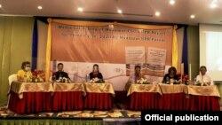 ကုလလူ႔အခြင့္အေရးေကာင္စီကို ေပးပို႔မယ့္ ျမန္မာႏိုင္ငံ UPR ဖိုရမ္ရဲ႕ အစီရင္ခံစာနဲ႔ Myanmar Child Rights Coalition အဖြဲ႕တို႔ရဲ႕ အစီရင္ခံစာအေၾကာင္း ရွင္းလင္းတင္ျပတဲ့ အခမ္းအနားကို ရန္ကုန္ၿမိဳ႕မွာ က်င္းပ။ (ဓာတ္ပုံ - Equality Myanmar - ၾသဂုတ္ ၃၀၊ ၂၀၂၀)