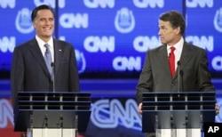 美共和党总统参选人罗姆尼(左)和美共和党总统参选人佩里(资料照)
