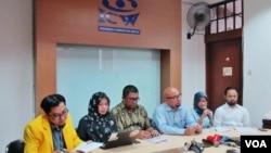 Diskusi tentang Pilkada DKI di bawah ancaman politik uang dan intimidasi kepada pemilih di kantor ICW, Jakarta, Selasa (18/4).(VOA/Fathiyah Wardah)