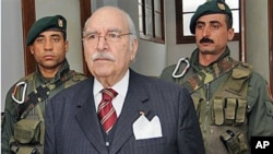 Tunisian interim President Fouad Mebazaa arrives for the first cabinet meeting since the ouster of President Zine El Abidine Ben Ali, Tunis, January 20, 2011 (file photo)