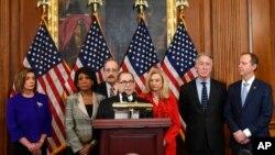 Спікер палати представників США Ненсі Пелосі, голови Юридичного Комітету та Комітету з розвідки Конгресу виголошують звинувачення проти президента Трампа в рамках імпічменту