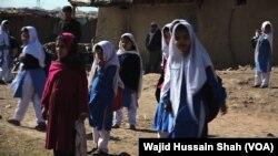 اسلام آباد میں واقع ایک افغان بستی کے قائم اسکول کے بچے